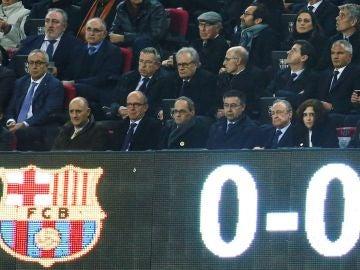 Quim Torra, Josep María Bartomeu y Florentino Pérez en el palco durante el Clásico