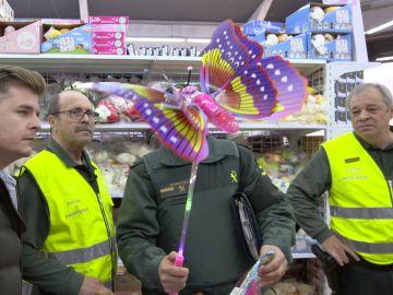 La Guardia Civil requisa varios juguetes peligrosos de un almacen