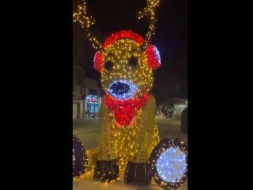 Hackean un muñeco de Navidad en Viladecans para que salude con un '¡Viva España!'