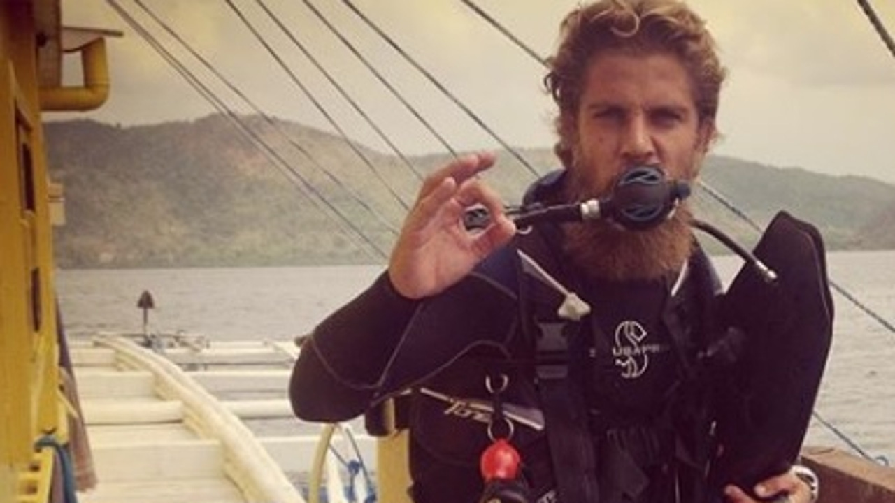 Diego Bello haciendo submarinismo