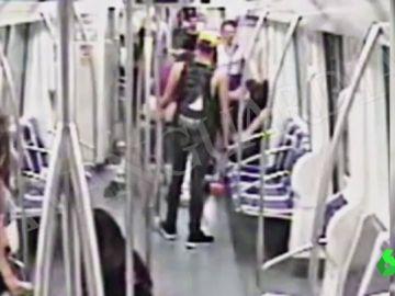 Juzgan a los tres responsables de dar una tremenda paliza y dejar tetrapléjico a un hombre en el metro de Barcelona