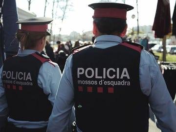 Dos agentes de Mossos d'Esquadra (Archivo)