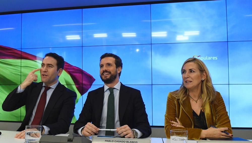El líder del PP, Pablo Casado, junto a la vicesecretaria de Organización, Ana María Beltrán y el secretario general del partido, Teodoro García Egea.