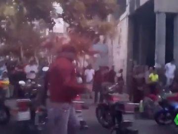 Grupos de civiles impiden entrar al Parlamento de Venezuela a Guaidó y diputados opositores