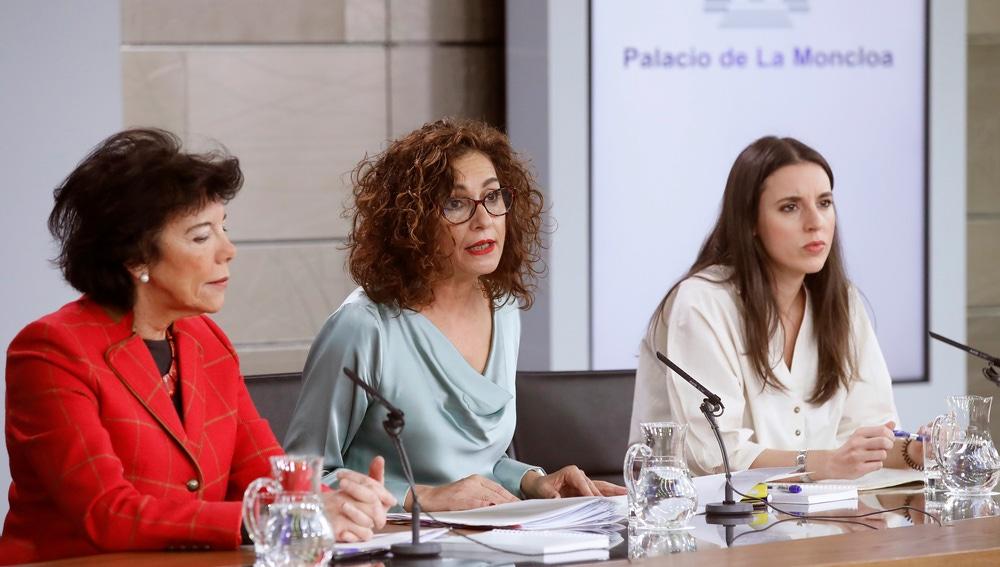La ministra de Hacienda, la ministra de Educación y la ministra de Igualdad