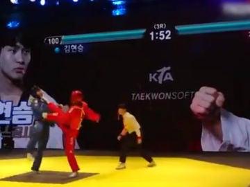 Combate de taekwondo con barras de energía