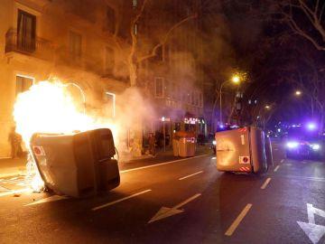 Quema de contenedores en las calles de Barcelona