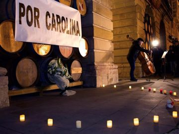 """Un momento de la concentración """"Por Carolina"""" en Logroño"""