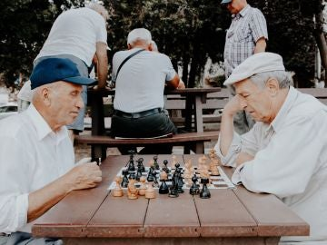 ¿Cuántos años hay que cotizar para cobrar la pensión de jubilación?
