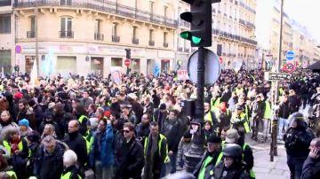 """Los chalecos amarillos y el desencanto del que se alimenta la extrema derecha: """"El francés se siente abandonado por el sistema"""""""