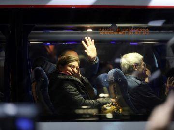 Pasajeros del vuelo Air Canadá abandonan en un autobús la Terminal 1 del Aeropuerto Madrid-Barajas