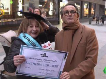 """""""Soy la miss de Antena 3"""": Santi Villas 'corona' a la 'Atresmedia Cum Laude de España'"""