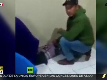 El polémico vídeo de una mujer dando a luz en el suelo de la sala de espera de un hospital