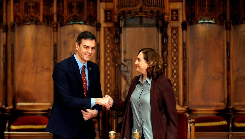 Pedro Sánchez y Ada Colau firman un acuerdo de colaboración entre el Estado y la ciudad de Barcelona