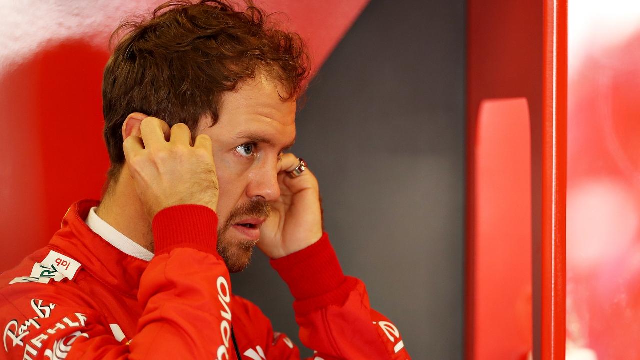 Sebastian Vettel en el box de Ferrari
