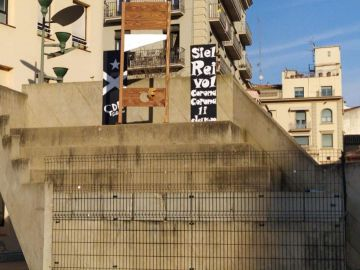 Guillotina instalada por los CDR en Girona