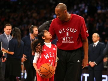 Kobe Bryant y su hija Gianna en en el All Star 2016