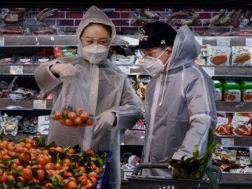 Ciudadanos en China, protegidos contra el coronavirus