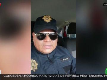 Un 'policía' te propone fingir un arresto para pasar el día de los enamorados con tu amante