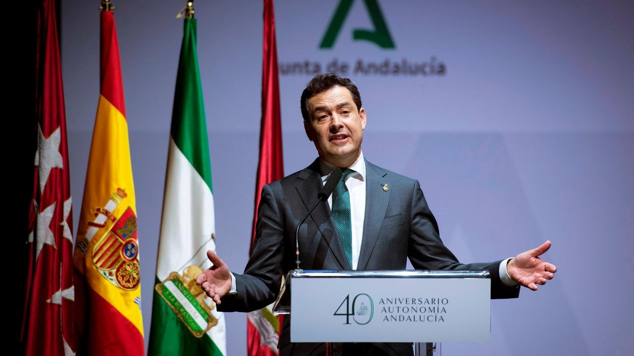 El presidente de Andalucía Juanma Moreno pronuncia unas palabras durante la celebración del 40 aniversario de la Autonomía de Andalucía