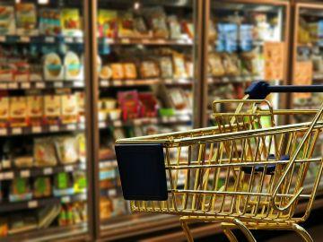Un carro de la compra en el supermercado