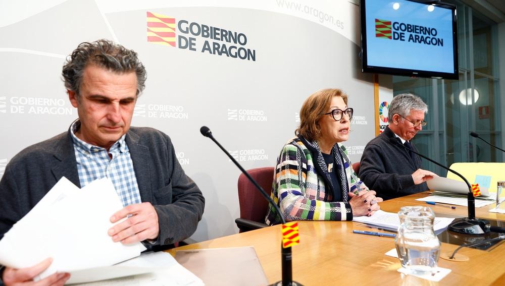 El director general de Salud Pública, Francisco Javier Falo; la consejera, Pilar Ventura; y el gerente del Servicio Aragonés de Salud, Javier Marión