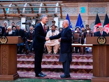 El presidente afgano Ashraf Ghani y el secretario general de la OTAN, Jens Stoltenberg