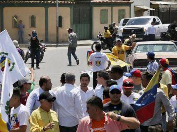 Imagen previa al tiroteo en la manifestación antigubernamental convocada por el líder opositor Juan Guaidó.