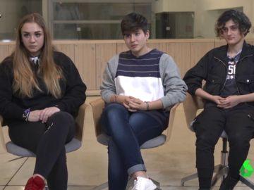 """La crítica de tres adolescentes al veto parental que """"rompe los esquemas"""" a Manuel Burque"""