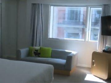 Imagen de una de las habitaciones de un hotel de Madrid en el que se pueden quedar los sanitatios para evitar contagios