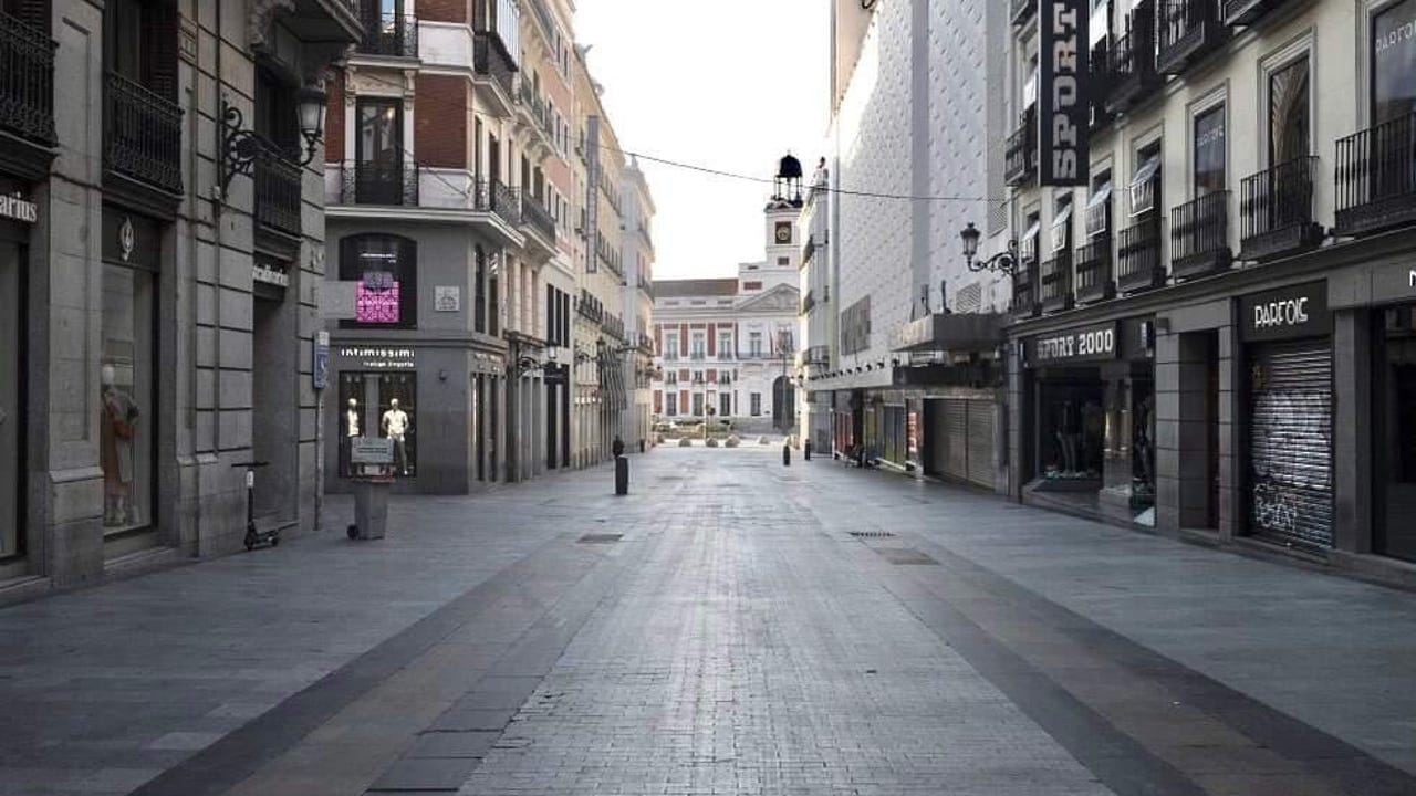 Comercios cerrados en la calle Preciados de Madrid