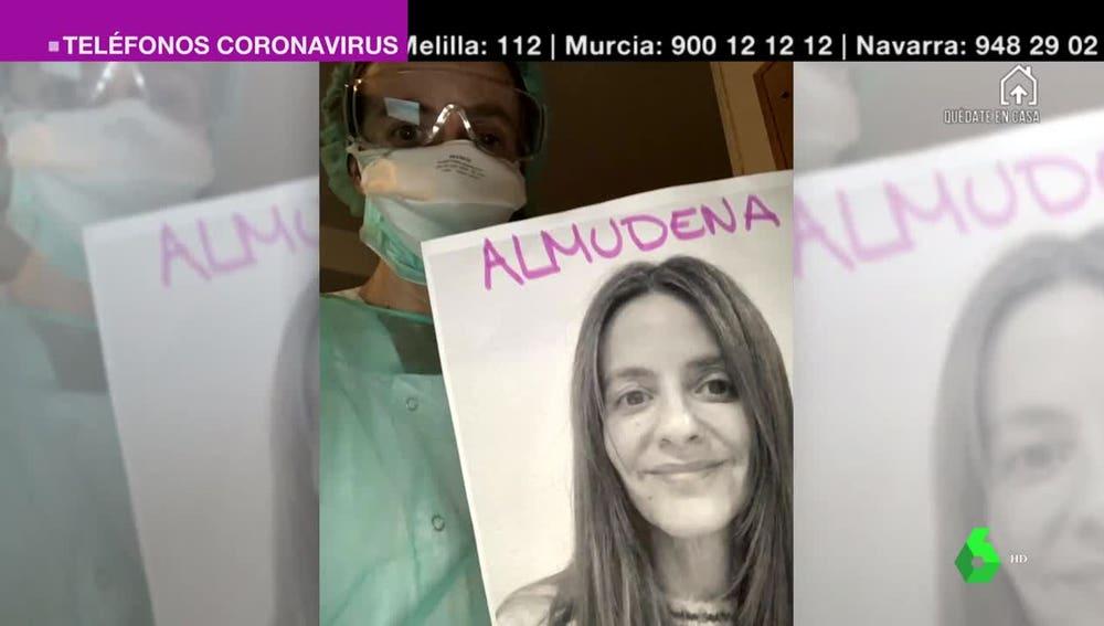 Una cardióloga lleva siempre una foto suya para que los pacientes puedan verle la cara a pesar de la mascarilla.
