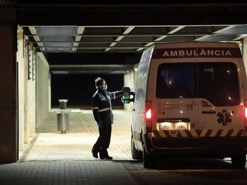 Ambulancia en el Hospital Universitario de La Plana en Vila-real