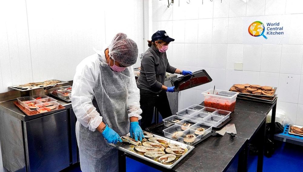 Menús diarios para miles de personas sin recursos: la ayuda del chef José Andrés en la crisis del coronavirus