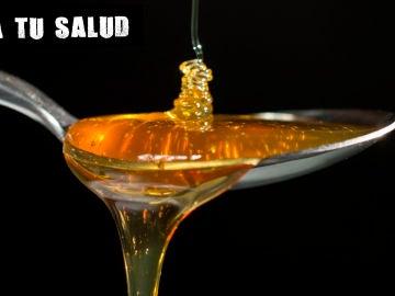 Imagen de archivo de una cucharada de miel