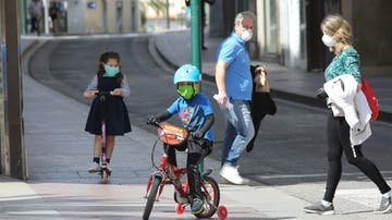 Niños en Elche en plena crisis sanitaria del coronavirus,