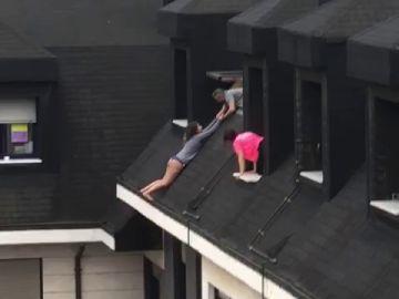 Una mujer es rescatada de caer al vacío en Oviedo
