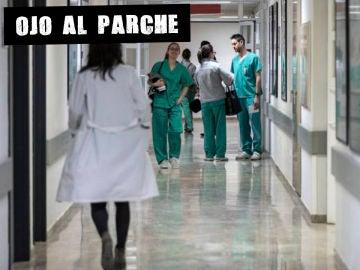 Sanitarios en un pasillo (Archivo)