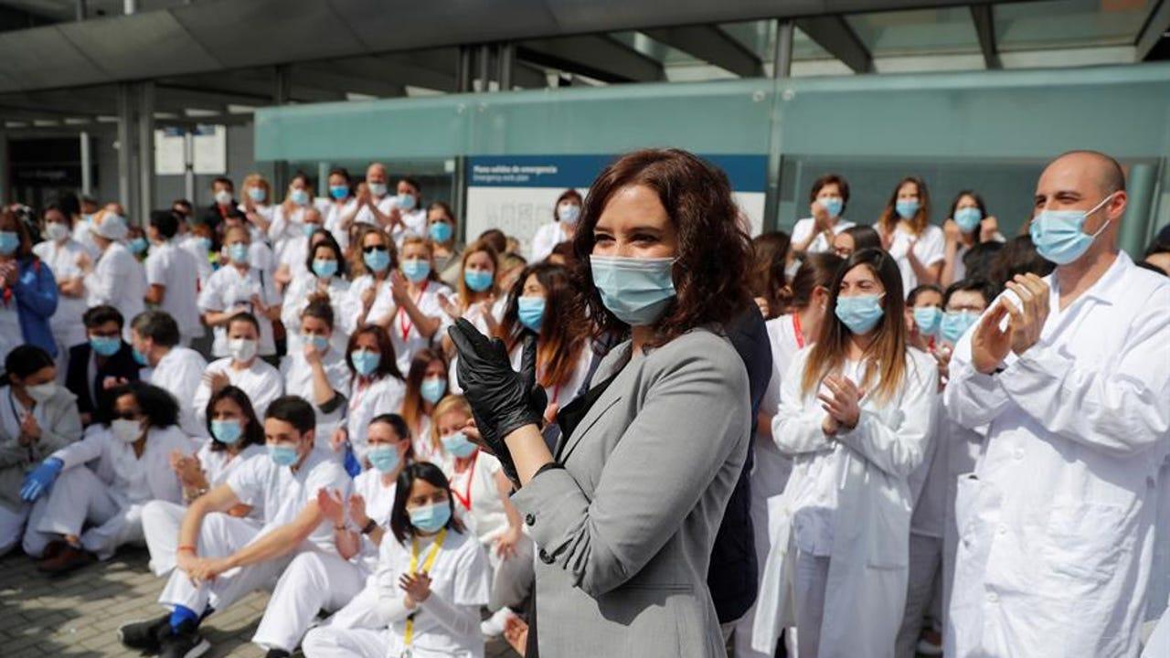 Isabel Díaz Ayuso en el acto de cierre del hospital de Ifema