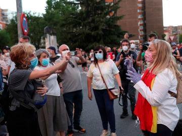 Varias personas se enfrentan verbalmente durante una nueva cacerolada en Alcorcón, Madrid