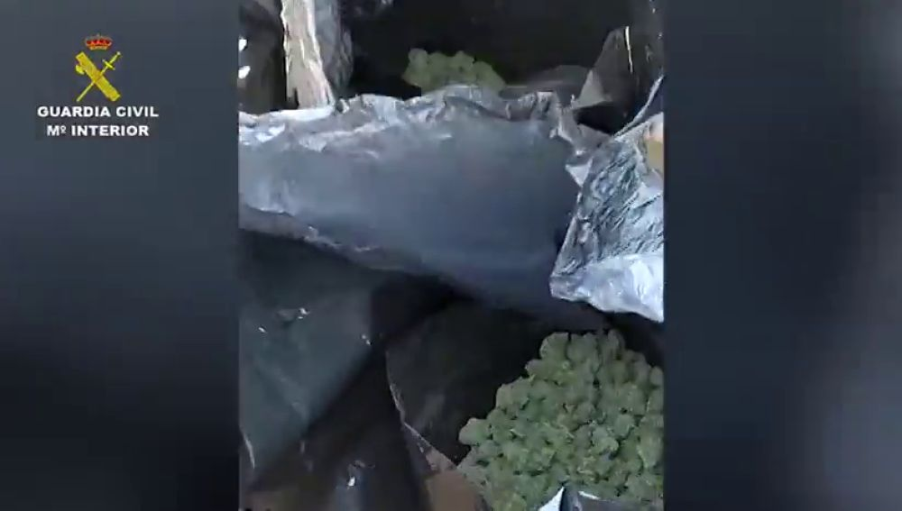 La Guardia Civil intercepta una furgoneta con 29 kilos de marihuana en su interior