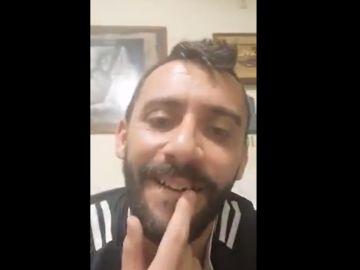 Álvaro Fernández muestra su diente roto en redes