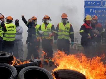 Vista de la manifestación en contra de los despidos anunciados por el comité de dirección de Alcoa