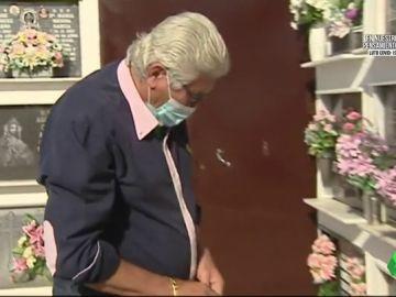 """El homenaje del padre de José Antonio Reyes: """"Yo nada más abrir el cementerio estoy aquí haga frío, calor o llueva"""""""