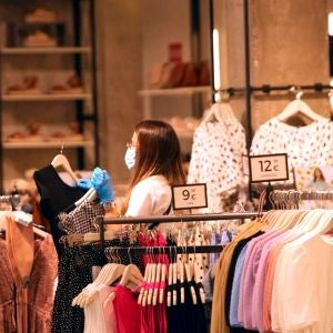 Imagen de archivo de una tienda de ropa