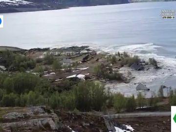 El impactante vídeo de un bloque de tierra con ocho casas hundiéndose en Noruega por el cambio climático
