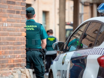 Un agente de la Guardia Civil