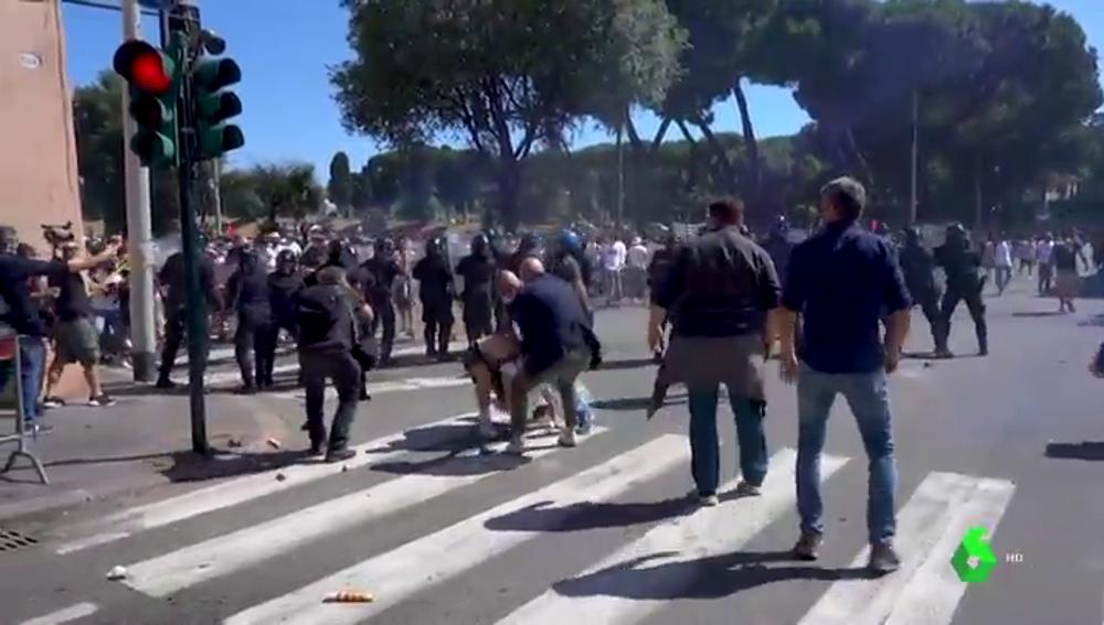 La manifestación de la extrema derecha en Roma termina con ataques a la prensa y a la policía