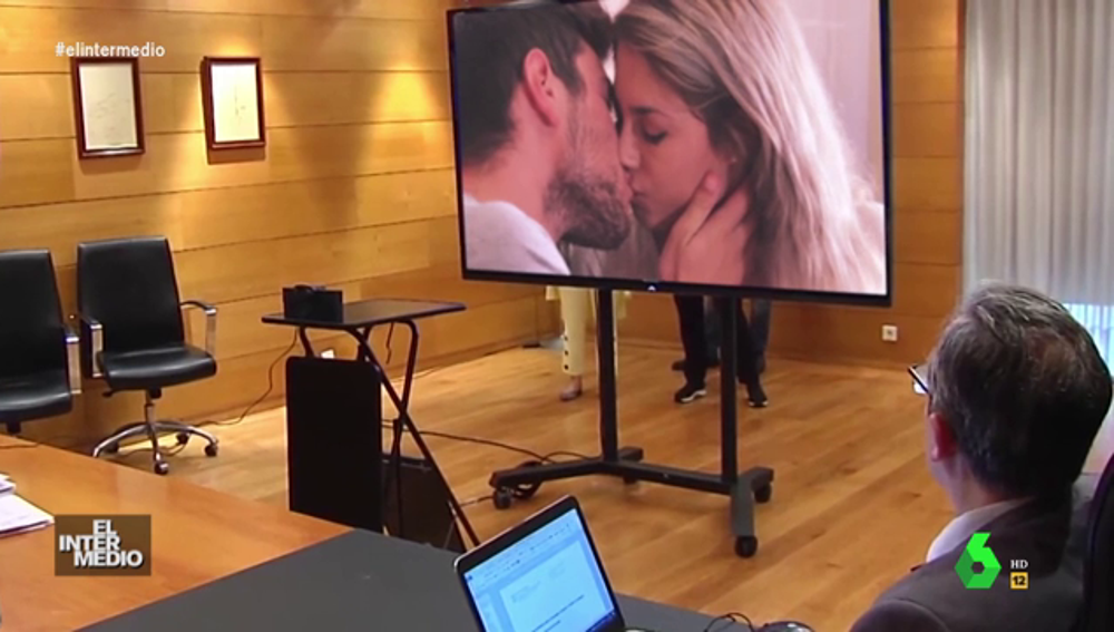 Vídeo manipulado - Núñez Feijóo asiste a una clase para convertirse en un experto en el arte de los besos