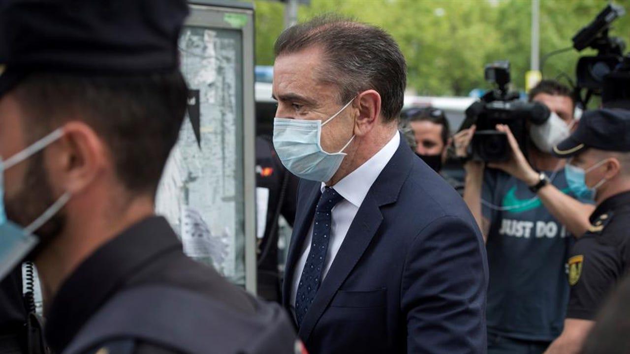 El delegado del Gobierno en Madrid, José Manuel Franco, sale de los Juzgados